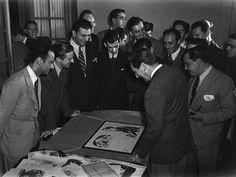 Walt Disney displaying illustrations in Brazil, 1941 | por Tom Simpson
