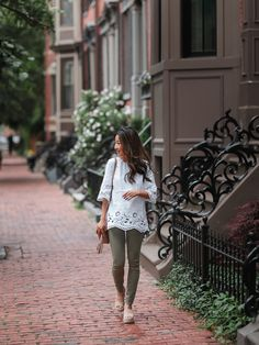 white linen tunic top + olive skinny jeans // casual summer weekend outfit