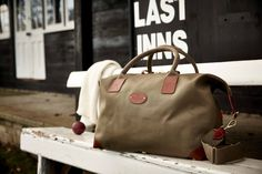 Medium Classic Holdall in olive, an ideal size for a long weekend or a week's holiday. Made in England by Chapman Bags Mens Luggage, Luggage Bags, Men's Backpacks, Messenger Bag Men, Long Weekend, Men's Bags, Golden Age, Classic, Leather