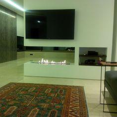 Fernseher mit Bio Ethanol Brenner mit Fernbedienung http://www.a-fireplace.com/de/kamin-tv/