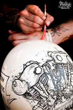 Illustration on helmet by The Pixeleye Dirk Behlau Motorcycle Helmet Design, Motorcycle Tank, Cafe Racer Helmet, Classic Motorcycle, Arte Sharpie, Pinstripe Art, Vintage Helmet, Pinstriping Designs, Helmet Paint