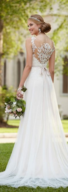 stella york spring 2016 wedding dress / http://www.deerpearlflowers.com/lace-wedding-dresses-and-gowns/3/