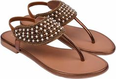 The flats and heels both make very stylish and charming sandals for women. Today let's get acquainted with the most trending flat sandals for women. Beige Flats, Navy Flats, Brown Flats, Black Flats, Comfortable Sandals, Trends, Style And Grace, Modern Outfits, Flat Sandals