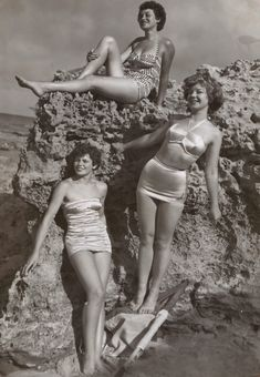 grayscale photo of three women standing and sitting on rocks photo – Free Apparel Image on Unsplash Best Swimsuits, Two Piece Swimsuits, Swimsuits For Older Women, Facial Bones, Seasonal Color Analysis, Dramatic Classic, Woman Standing, The Bikini, Bikini Babes