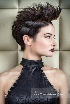 SPOILED FRISEUR Schwarz Kurze weiblich Gerade Farbige Spikey Tolle Frauen Haarschnitt Frisuren hairstyles