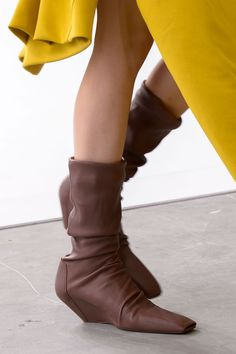 The coolest boots seen strutting down the runways from the latest Spring 2017 collections.           LOEWE         MAISONMARGINAL...