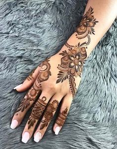50 Most beautiful Amritsar Mehndi Design (Amritsar Henna Design) that you can apply on your Beautiful Hands and Body in daily life. Latest Arabic Mehndi Designs, Mehndi Designs For Girls, Mehndi Designs For Beginners, Modern Mehndi Designs, Bridal Henna Designs, Dulhan Mehndi Designs, Mehndi Design Photos, Mehndi Designs For Fingers, Beautiful Henna Designs