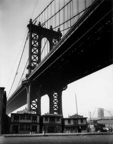 Berenice Abbott - Floating Oyster Houses, South Street and Pike Slip, New York, 1931-32
