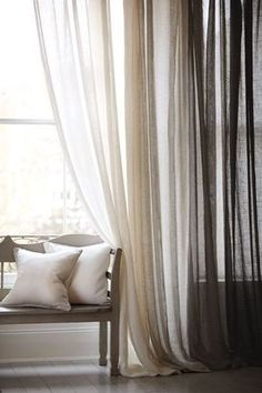 cortina com degradê horizontal em branco e marrom, cortina ombré