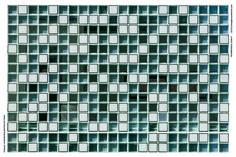 O projeto impressiona pela parede de blocos de vidro com aparência rendada.