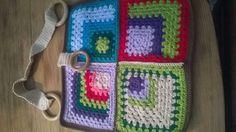 confeccionando una linda  bolsa a crochet en diseño patchwork