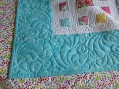 Very, very pretty feather corner free-motion quilting Machine Quilting Patterns, Quilt Patterns Free, Longarm Quilting, Free Motion Quilting, Quilting Ideas, Quilt Stitching, Stitching Patterns, Quilted Wall Hangings, Quilt Making