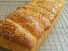 Resep Roti keset susu....lembut halus enaaak banget favorit. Roti keset susu ini isian nya mengingatkan kita akan roti jadul isi keju yg kita makan jaman kanak2 dl 😁 Sampai sekarang masih ada yg jual kog dg judul keju manis. Di bakery , di warung2 , di tkg roti keliling ada. Tau ga teman2 , sebenarnya ga ada keju nya lho ...isinya cuma tepung dan susu bubuk . Kalo ada yg bener2 pake keju ngga tau jg ya...tp coba deh bikin pake resep dibawah ini , rasanya miriip sekali dg yg dibilang keju…
