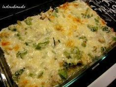 Chicken and Broccoli Cheesy Casserole - Low Carb Recipe 3 cups cubed chicken 16 oz (1lb) bag of frozen broccoli 1 med onion diced (about 1 cup) 2 cups shredded mozzarella cheese 1 tsp garlic powder 1/2 cup chicken stock 1 Tbspn olive oil 1/4 c sour cream 1 cup ricotta Bacon Grease