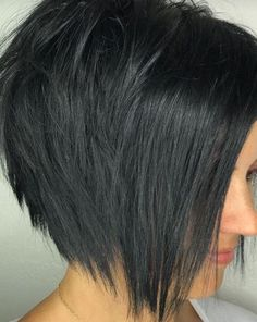 Excellent short haircut idea for the next salon visit Graduated Bob Haircuts, Stacked Bob Hairstyles, Medium Bob Hairstyles, Short Haircuts, Short Hair Styles Easy, Curly Hair Styles, Color Violeta, Corte Bob, Trending Hairstyles