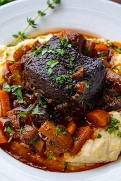 Mar 2020 - A French style slow braised short ribs in a tasty sauce! Rib Recipes, Dinner Recipes, Cooking Recipes, Braised Short Ribs, Short Rib Stew, Paella, Beef Dishes, Risotto, Gourmet