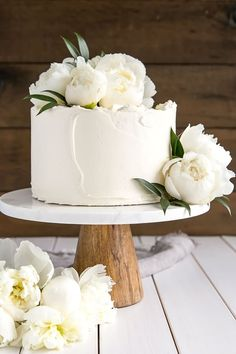 This Lemon Elderflower Cake is my copycat version of the royal wedding cake! Elderflower infused lemon cake layers with lemon curd and elderflower buttercream. | livforcake.com