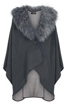 Reversible Fur Collar Cape - something like this Pancho Outfit, Western Outfits Women, Modelos Plus Size, Cape Coat, Warm Outfits, Couture Collection, Fur Collars, Dress Skirt, Winter Fashion