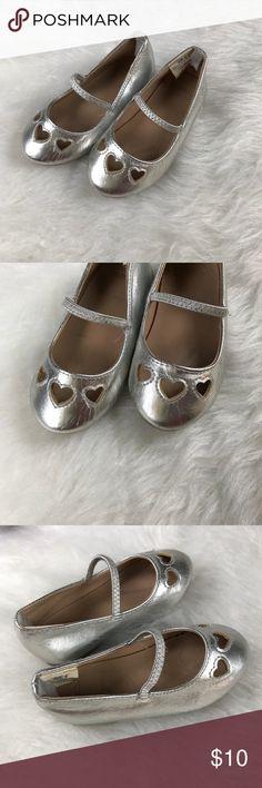 Gymboree size 6 silver heart dress shoes Gymboree size 6 silver heart dress shoes Gymboree Shoes Dress Shoes