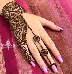 MehindeA lot of stylish and Impressive design of Mehndi Style for all the female and also model girls and women. You can find here the lot of hand made design of Mehndi style. This one is also the Latest Style of Henna Mehndi. Henna Hand Designs, Eid Mehndi Designs, Henna Tattoo Designs, Mehndi Designs Finger, Traditional Mehndi Designs, Modern Mehndi Designs, Mehndi Designs For Girls, Wedding Mehndi Designs, Beautiful Henna Designs
