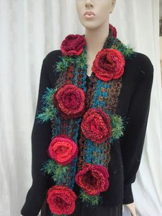 crochet entirely handmade with red roses on mottled green stripe scarf. Acrylic; fancy wool leaves. great to wrap around the neck small Ribbon to secure SINGLE model shipping to the France come wrapped carefully with tracking No. for international shipping secur export priority or