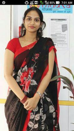 Beautiful Girl Photo, Beautiful Girl Indian, Most Beautiful Indian Actress, Floral Print Sarees, Cute Beauty, Real Beauty, Bollywood Designer Sarees, Indian Girls Images, Desi Bride