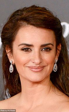 Penelope Cruz Wearing Chopard - 18 carat white gold diamond earrings from the L'Heure du Diamant Collection and bracelet from the High Jewellery Collection