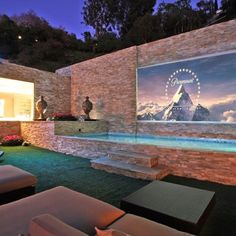 Outdoor home theater. WANT!!