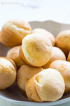 Brazilian Pao de Queijo (Cheese Bread) made with cassava / tapioca flour. From Simply Recipes. Good Gluten Free Bread Recipe, Gluten Free Baking, Gluten Free Recipes, Pains Sans Gluten, Brazilian Cheese Bread, Pan Sin Gluten, Little Lunch, Queso Fresco, Simply Recipes