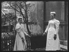 Two servant girls, Ede (the Netherlands), between 1893-1902