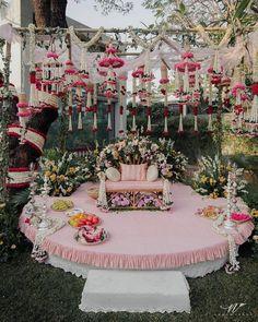 13 Cheerful & Striking Decor Setups For Your Mehndi Ceremony Wedding Stage Design, Desi Wedding Decor, Wedding Mandap, Wedding Stage Decorations, Engagement Decorations, Floral Wedding, Hall Decorations, Wedding Backdrops, Wedding Scene