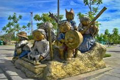 One of the attractions inDavao City is the CROCODILE Park that houses thousand of crocodiles to breed and protect. Davao, Philippines Beaches, Visayas, Taiwan Travel, White Sand Beach, Cebu, Cool Photos, Amazing Photos, Mount Rushmore