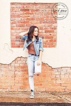 Senior Photography - Senior Pictures - Downtown McKinney - Class of 2017 - Dallas - Texas Senior - Photography - Dallas, Texas  - Senior Girl - Senior Poses - Fall - Cute Senior Pictures - Tyler R. Brown Photography