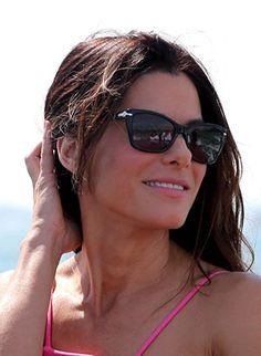 3b67437167b Sandra Bullock perfecta con sus Persol Eyewear