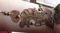 Best Arabic Mehendi 2013:How To Apply Henna Mehndi Tattoo On Hand/Designs - YouTube