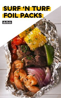 Surf 'n Turf Foil Packs = Proof Everything Tastes Better GrilledDelish Surf & amp; n Turf Foil Packs = proof that everything tastes better GrilledDelish Steak Foil Packets, Foil Packet Dinners, Foil Pack Meals, Grilled Foil Packets, Foil Packet Shrimp, Tin Foil Dinners, Seafood Recipes, Beef Recipes, Dinner Recipes