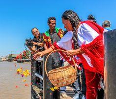 Viering van de Dag van de inheemse vrouw 5 September. Suriname, marinetrap