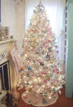 Vintage Ideas Pink shabby Christmas tree - When Christmas comes around, we all look to get the largest and best tree to decorate. However, the decorations are ultimately what makes a successful Christmas tree. Whether you're looking for glam Christmas. White Christmas Trees, Beautiful Christmas Trees, Noel Christmas, Retro Christmas, Winter Christmas, Christmas Tree Decorations, White Trees, Xmas Trees, Victorian Christmas