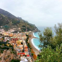 Costiera Amalfitana Maiori, mare, spiaggia,  monti e tanta buona cucina