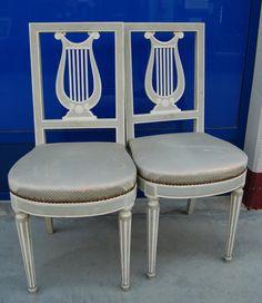 Coppia di sedie laccate stile Luigi XVI schienale a lira