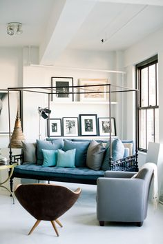 Vincente Wolfe, living room mix, always interesting-you forget about the condo box & are drawn to what's inside, shades of blue, grey, & white, black + white photos, daybed