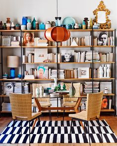 Tablescapes after David Hicks – the guide to AD - Decoration For Home Home Library Design, House Design, Interior Inspiration, Room Inspiration, David Hicks, Turbulence Deco, Home Libraries, Interior Decorating, Interior Design
