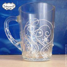 Чашка стеклянная `Морозные узоры` точечная роспись. Чашки с ручной росписью на заказ.