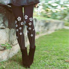 floral print patterned tights lookbook by instinto de vestir #TrendyLegs