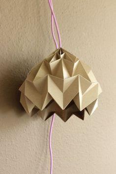 DIY: Magic Ball Origami Lampe falten // DIY: how to make an origami lamp via… Origami Ball, Origami Owl Easy, Origami Owl Display, Useful Origami, Origami Stars, Origami Paper, Origami Ideas, Origami Folding, Foam Crafts