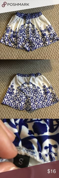 Patterned shorts with pockets Patterned shorts with pockets Shorts