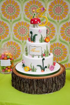 Tinkerbell cake by http://tastefullytreated.com/index.html / photo: Amber of Little Moon Photography