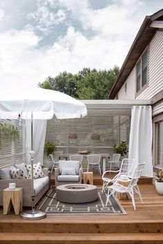 Some Great Suggestions for Springtime Patio Furniture – Outdoor Patio Decor Outdoor Rooms, Outdoor Decor, Outdoor Seating, Outdoor Living Spaces, Outdoor Patios, Front Porch Seating, Rooftop Patio, Patio Roof, Outdoor Kitchens