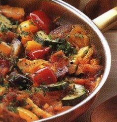 Ratatouille is a recipe from the South of France., more precisely from Nice. It is composed of vegetables slowly cooked. The name Ratatouille comes from the word Ratatolha in Occitan, an old langua. Vegetable Recipes, Vegetarian Recipes, Cooking Recipes, Healthy Recipes, Vegetable Dish, Vegetable Ratatouille, Menu Dieta, Vegetarian Food, Vegetarian Meals