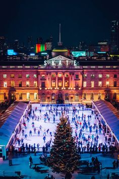 Wondering where to spend New Year's Eve in London? These are the best parties in London to welcome in whether you want to see the New Year's Eve fireworks in London or are after retro-disco glamour or something delightfully wintery How To Spend New Years Eve, New Years Eve Events, Outdoor Ice Skating, London Market, London Winter, Things To Do In London, London Calling, New Years Eve Party, London Travel